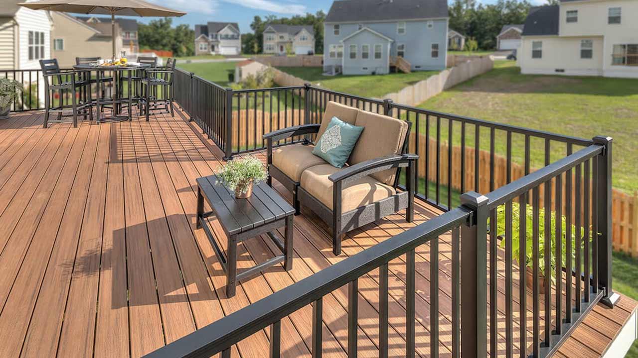deck builders in East Grand Rapids mi